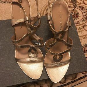 Gold Mua spiga heels